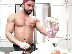 Young bodybuilder Zack, makes his very simple but delicious post-workout drink