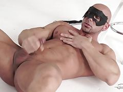 This is Ricci Hulk`s debut on Maskurbate. Straight muscled guys are always attracted bywearing the famous mask. I guess they feel more comfortable to let go their inhibitions. I don`tknow Ricci very well but he looked very confident in front of me and my