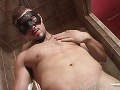 Tyson`s debut was a huge hit and the good comments he got encouraged him to come back for an encore. This time I wanted him to show me how he fucks. It`s always really exciting to see those hot dudes in action. Simply watching how intense he got with our